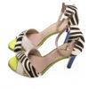 sandalia piel combinada cebra tacón y pulsera