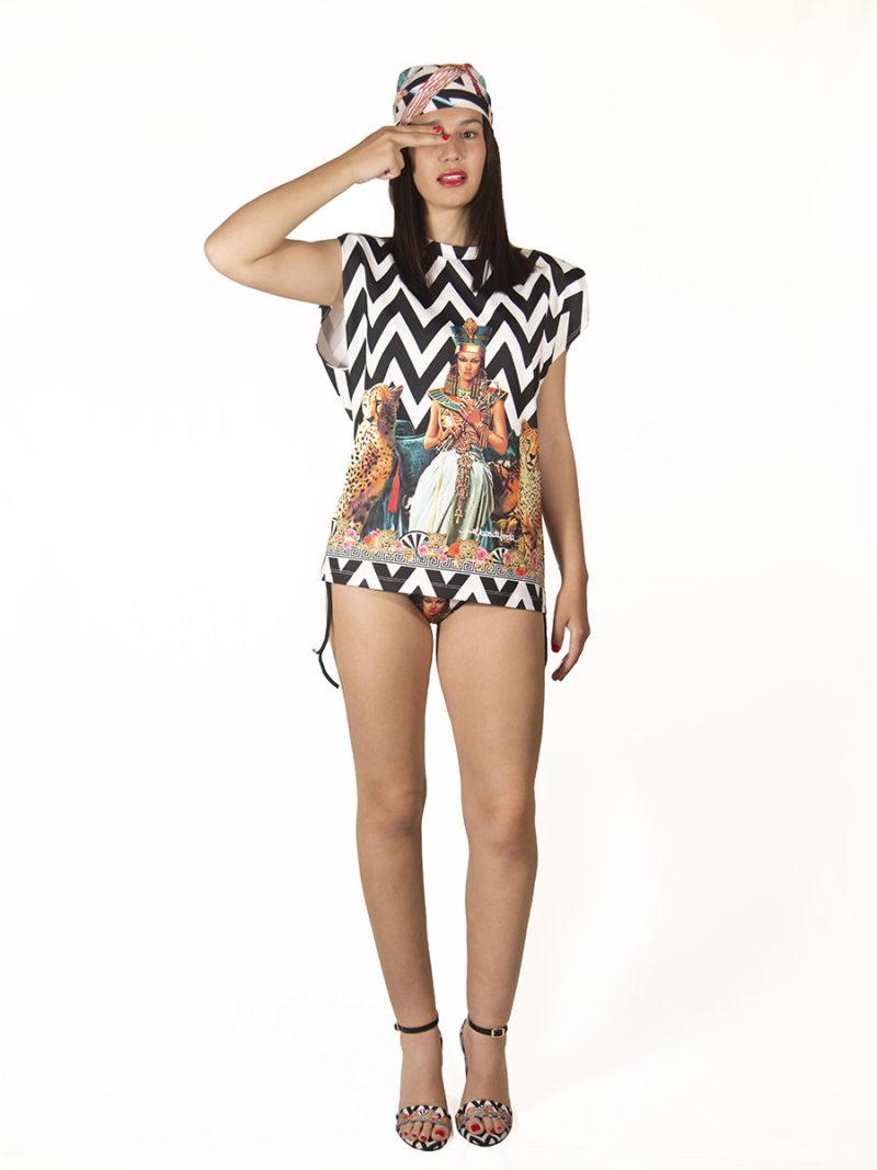 camiseta oversize con hombreras print edición limitada
